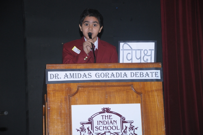 hindi debate A debate topic is nothing but a topic taken for a discussion between two sides one of the side will be appealing for the topic and the other side will be appealing against the topic a debate session is a healthy arguement session and could be in control of both the sides.
