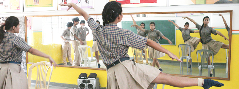 Classroom_header_Mirror dance